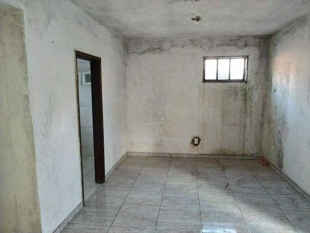 Casa antiga 1° andar em Itapuã, frente de rua 2/4 R$115.000,00 - Foto 8
