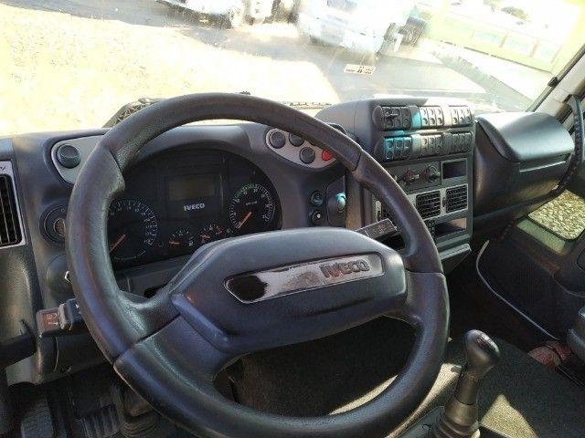 Iveco 240E25 2011. Baú de 10.50 - Foto 5