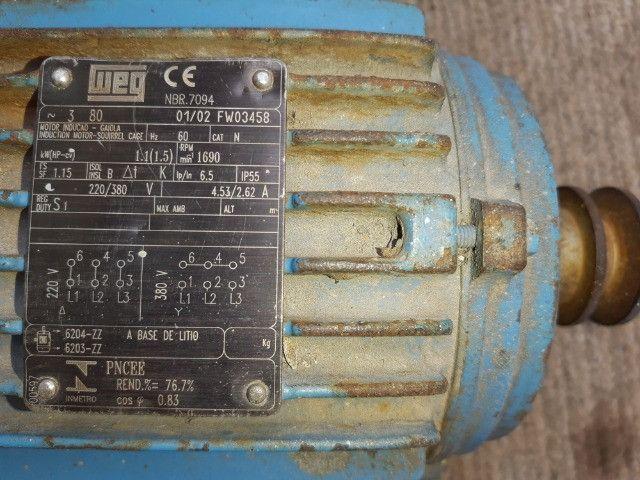 Motor De Indução Trifásico Weg 1,5cv 220/380v - Foto 3