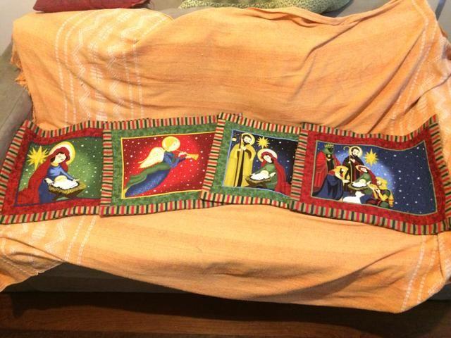 Lindas almofadas feitas à mão com motivos natalinos. Patchwork!