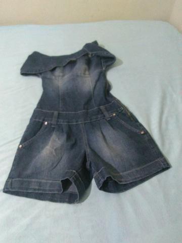 Um macaquinho r uma calca jeans pouco usada bem conservada as peças por 50