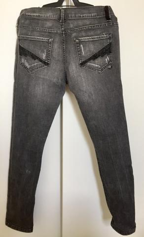 Calça jeans preto com bordado