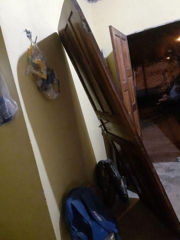 Vendo porta de madeira  - Foto 3