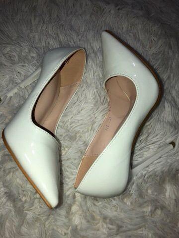 Sapato Branco novo em verniz lindíssimo