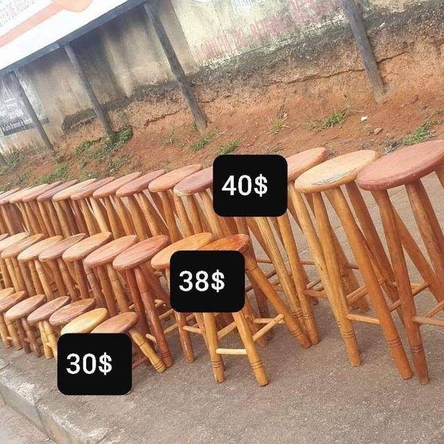 Banqueta de madeiras na mega promoção na loja (31)33545975