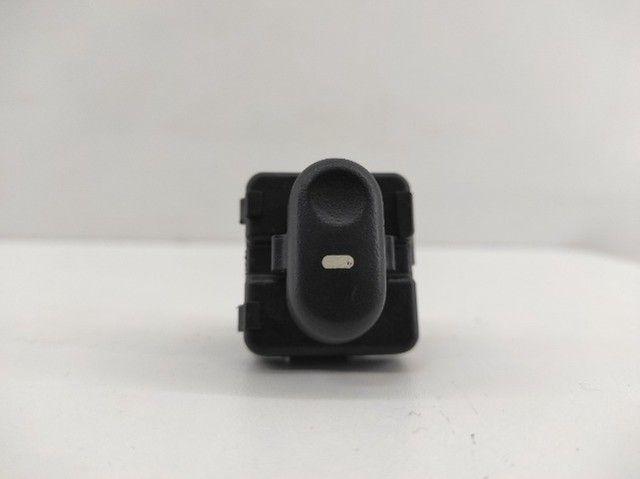Botão de Vidro Elétrico Dianteiro Direito Corsa 1997/2012