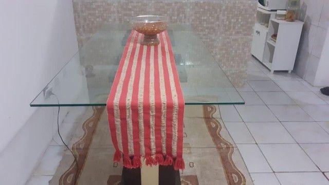 Mesa com tampa de vidro em perfeito estado, preço baixo