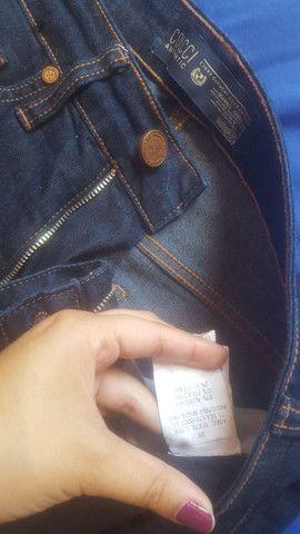 Calça Colcci + camisa básica  - Foto 4