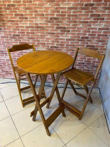 Mesa de madeira com cadeiras para seu bar, jogos de mesas. Conjunto de mesa  - Foto 3