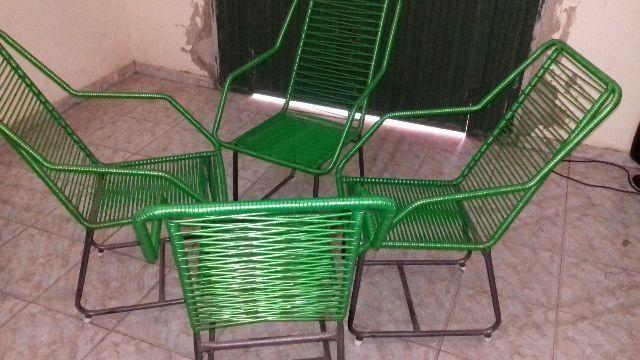 Jogo de cadeiras de macarrão verde