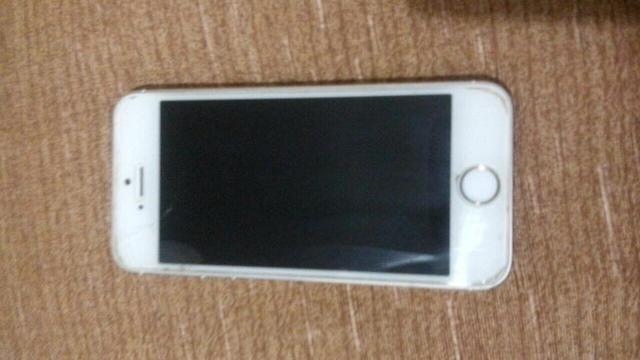 IPhone 5s gold 16 GB sem trincado