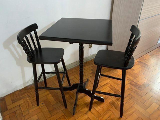 Mesa Bistrô - 2 Cadeiras de Madeira