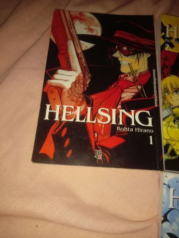 Mangá Hellsing do volume 1 ao 5 - Foto 2