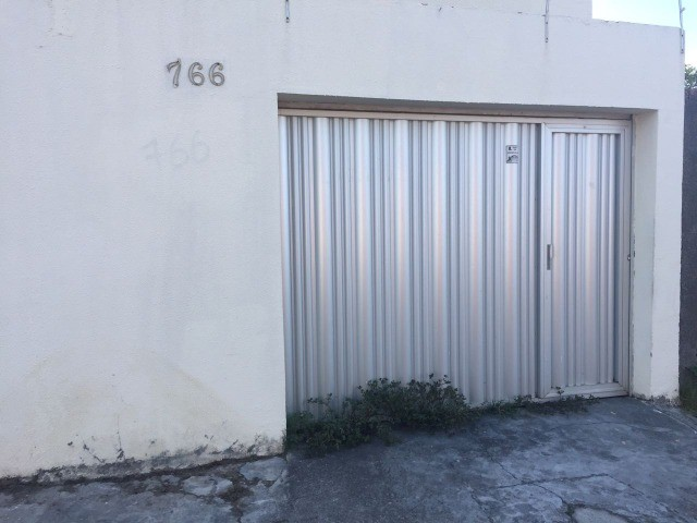 Ótima casa no bairro Salinas (3 Quartos com garagem)