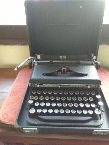 Maquina de escrever Royal do inicio da década de 50