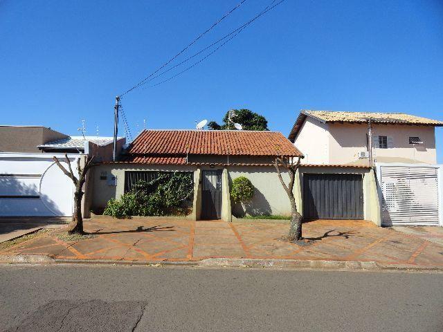 Casa-terrea em localização privilegiada no Bairro Cel Antonino