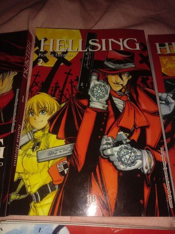 Mangá Hellsing do volume 1 ao 5 - Foto 3