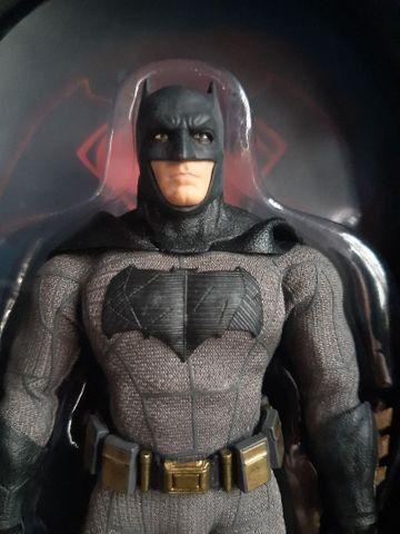 Batman Mezco BvS usado...15 cm - Foto 6