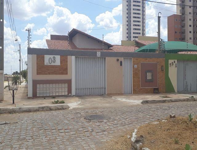 Vende-se uma excelente casa no bairro Nova Betania