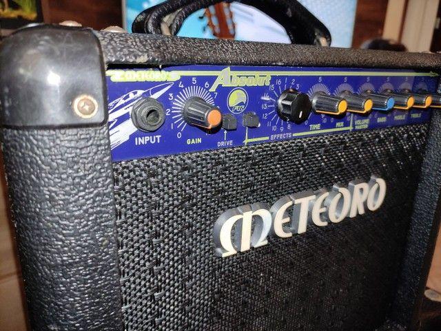 Cubo guitarra Meteoro Absolut F-16 com efeitos