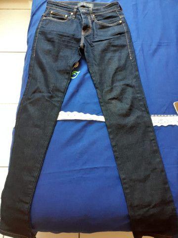 Calça Colcci + camisa básica