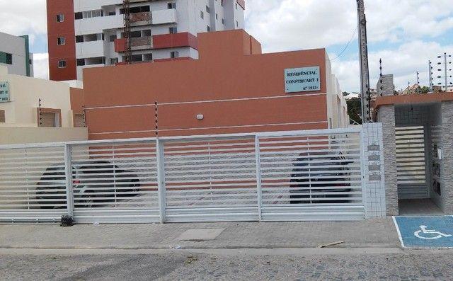 Casa em condomínio, no bairro da Palmeira.