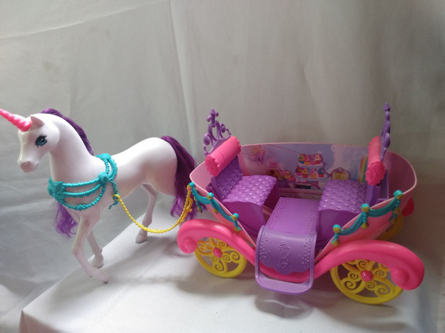 Carroagem Barbie Unicórnio