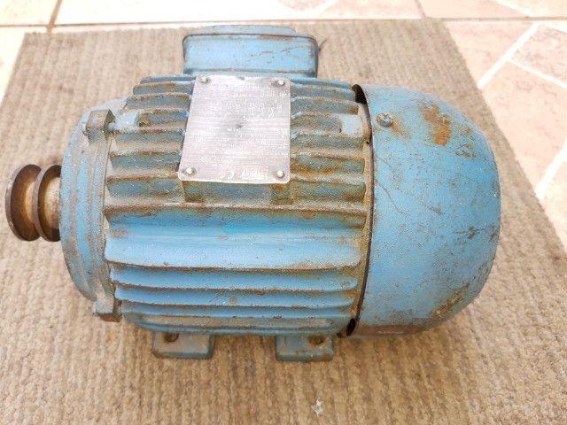 Motor De Indução Trifásico Weg 1,5cv 220/380v