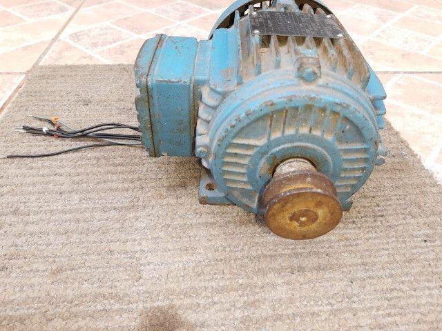 Motor De Indução Trifásico Weg 1,5cv 220/380v - Foto 2
