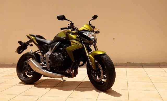 Honda CB 1000R 2011/12 Bem Conservada