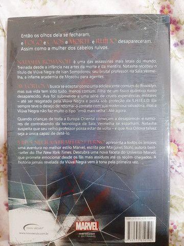 Livro viúva negra MARVEL - Foto 2