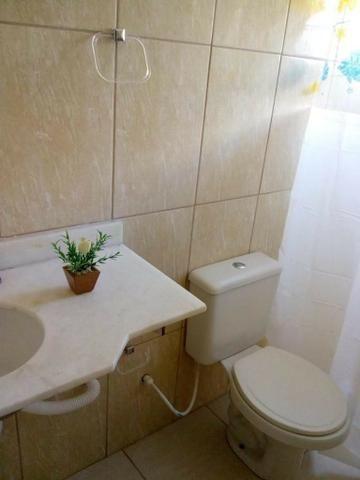 Aluga-se quarto suíte mobiliada p/ moças - Foto 2