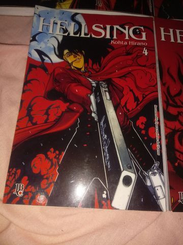 Mangá Hellsing do volume 1 ao 5 - Foto 5