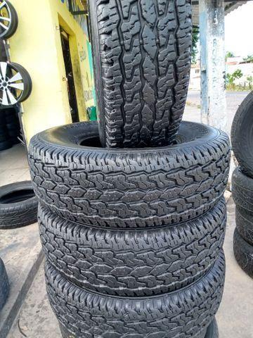 Vendo jogo de vc pneus semi novos 255/75/15