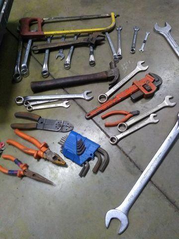 Caixa de ferramentas bruta com mais de 60 peças - Foto 3