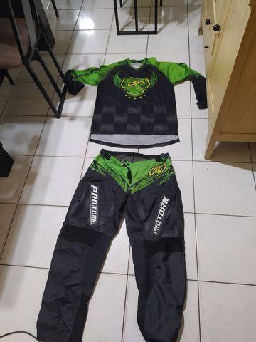 Equipamentos de motocross (Bota, Colete e roupa)