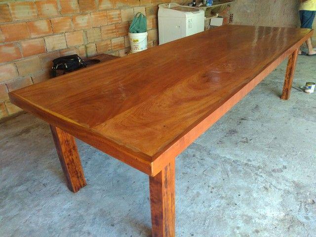 Vendo mesa de madeira maciça  Angelin pedra - Foto 2