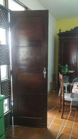 Porta antiga em madeira - Foto 2