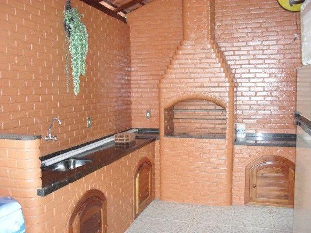 Casa 4 Quartos 2 Suítes no centro de Bacaxá, aceita carta - Foto 3