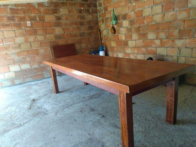 Vendo mesa de madeira maciça  Angelin pedra - Foto 3