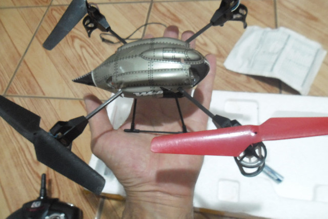 Drone + quatro baterias e assessórios - Foto 3