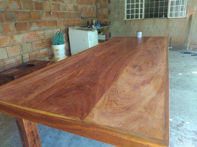 Vendo mesa de madeira maciça  Angelin pedra - Foto 6