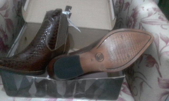 Botas masculinas em couro importadas novas