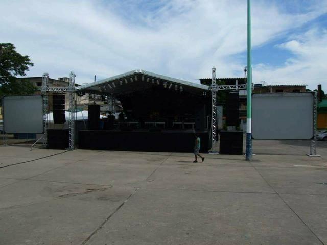 Locação palcos tendas tablados etc