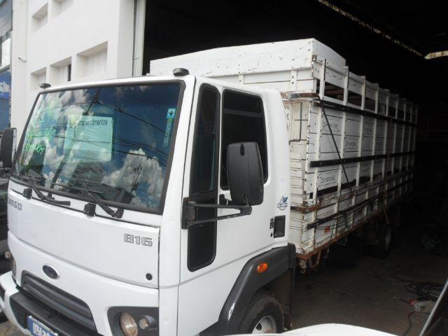Caminhão boiadeiro ford cargo 816 2014