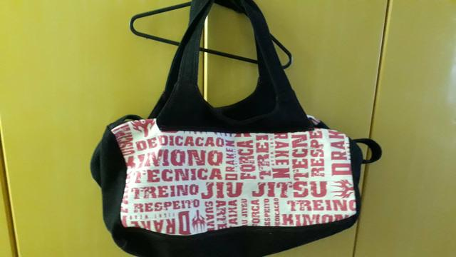 Vendo bolsa esportiva feminina - Bolsas a5c0de28f4a3f