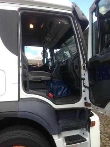 Iveco 740S46T 2011 6x4 automática Teto Alto - Foto 4