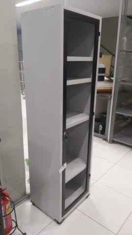 Armário em Aço com 1 porta para vidro - Oferta de produto de mostruário ótimo valor.