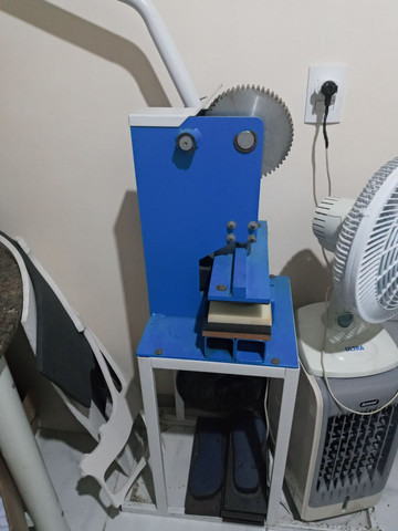 Maquina de fabricar chinelo com freezadora