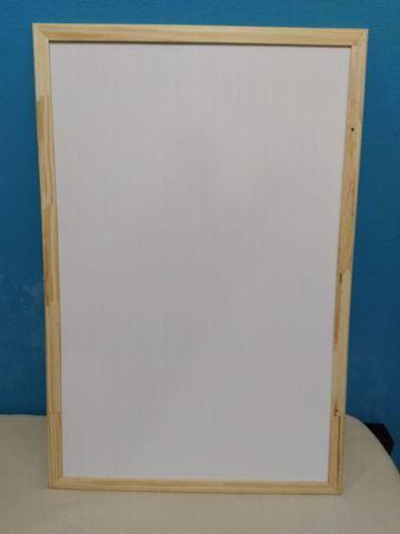 Quadro branco 90x60 + apagador e 3 canetas (semi-novo)